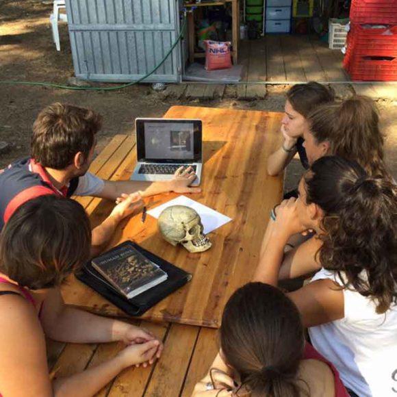 8. Archeologia partecipata e scavo sostenibile